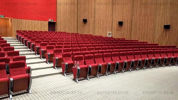 Bố trí bàn ghế trong không gian hội trường