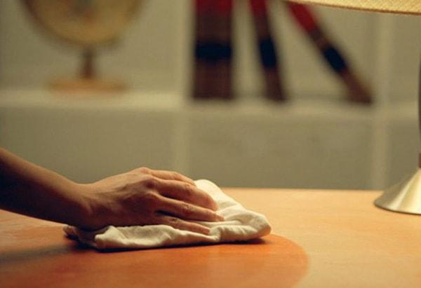 Cách bảo quản bàn làm việc gỗ sai lầm mà bạn không hay biết