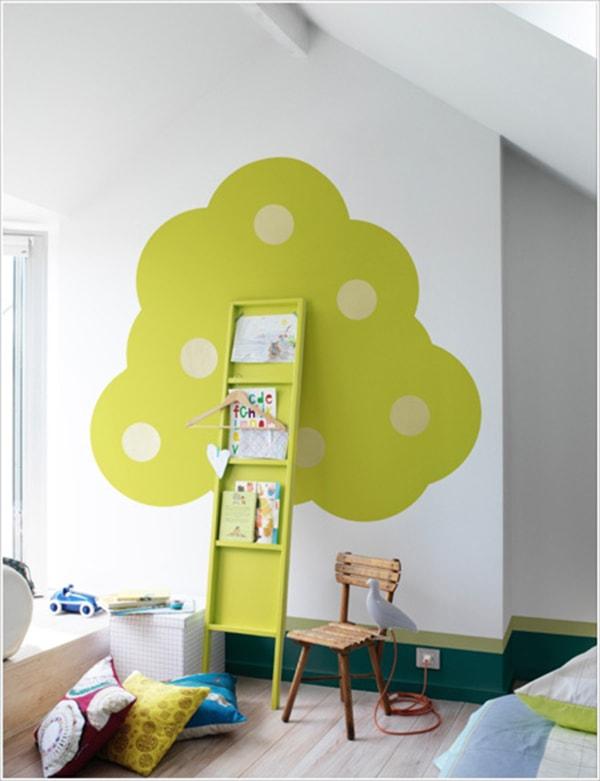 Chiếc giá xanh dạng dẹp, mỏng dễ dàng bố trí ở bất cứ vị trí nào trong phòng.