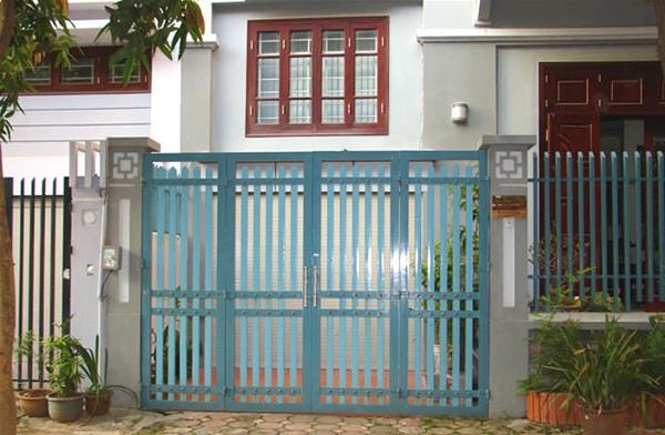 Tùy vào không gian chung của ngôi nhà để chọn màu sơn thích hợp cho cửa sắt