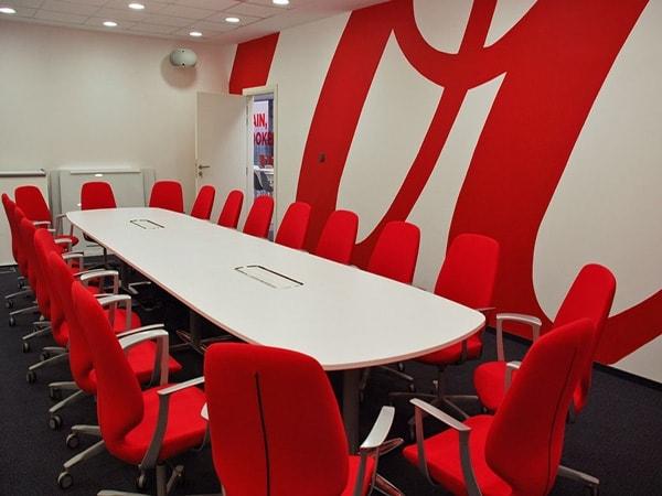 Có nên dùng nội thất văn phòng màu đỏ không?