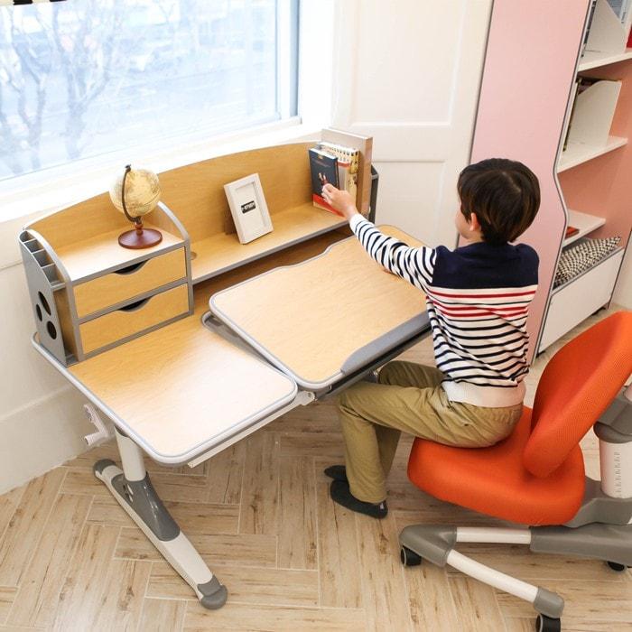 Cần lựa chọn bàn học phù hợp với nhu cầu và sở thích của trẻ