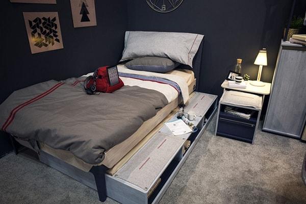 Kê giường ngủ vào sát một góc tường