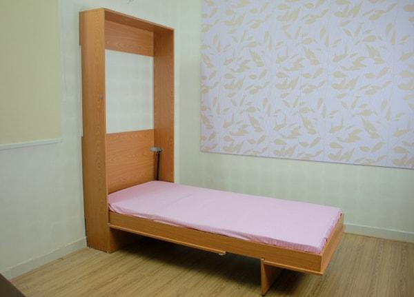 Giường và tủ hốc tường