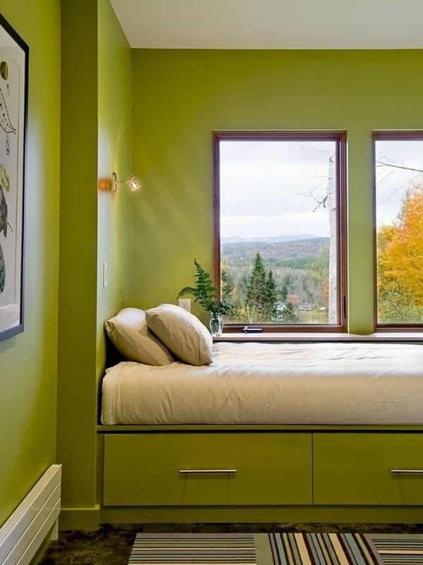 Kê giường ngủ nằm ngay sát cửa sổ