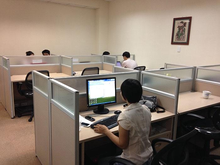 Sử dụng vách ngăn văn phòng nỉ trong phòng làm việc kế toán