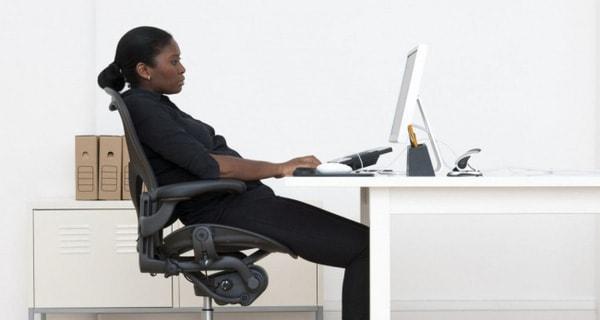 Ghế văn phòng chống đau lưng giúp bạn ngồi làm việc lâu mà không nhức mỏi